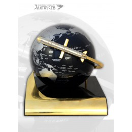 Глобус с ракетой